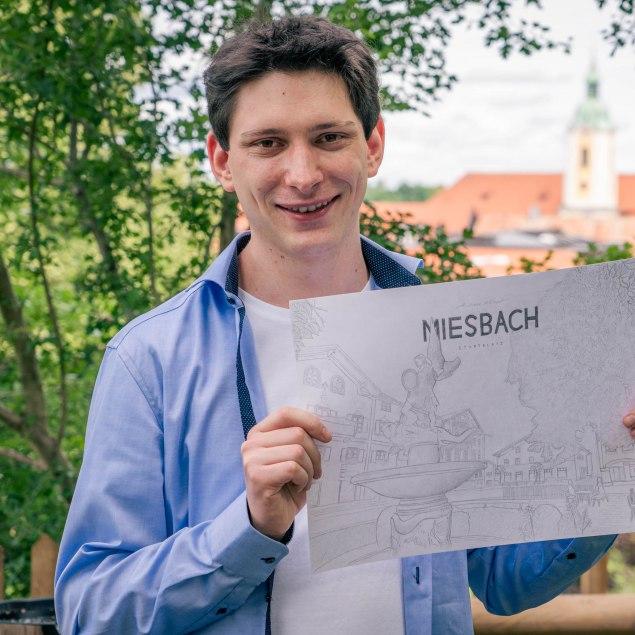 Andreas Kempf mit Zeichnung in der Hand, © Max Kalup